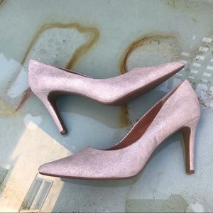 NWOT Seychelles Silver Pointed Toe Pumps Size 8.5